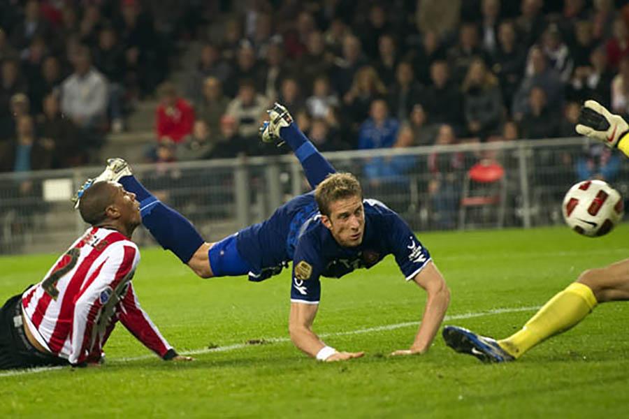 FC Twente laat koppositie aan PSV