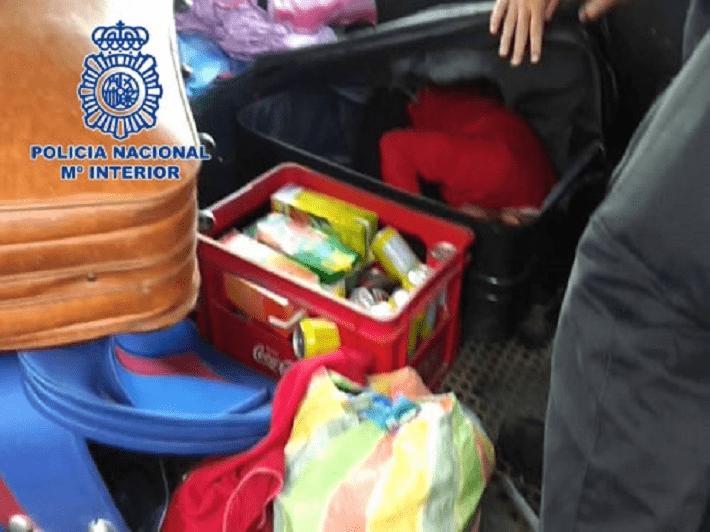 Marokkaan stikt in koffer tijdens reis naar Spanje