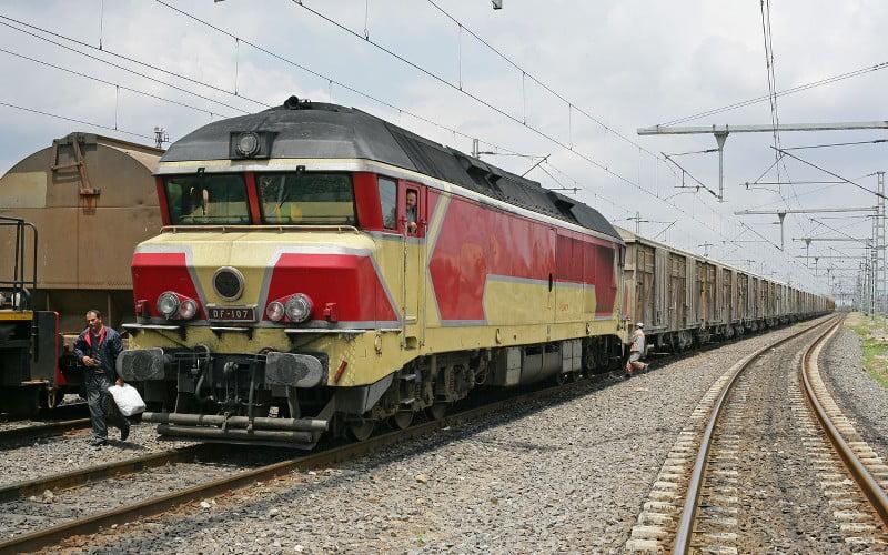 Oude treinstellen naar Marokko met hulp van LGH