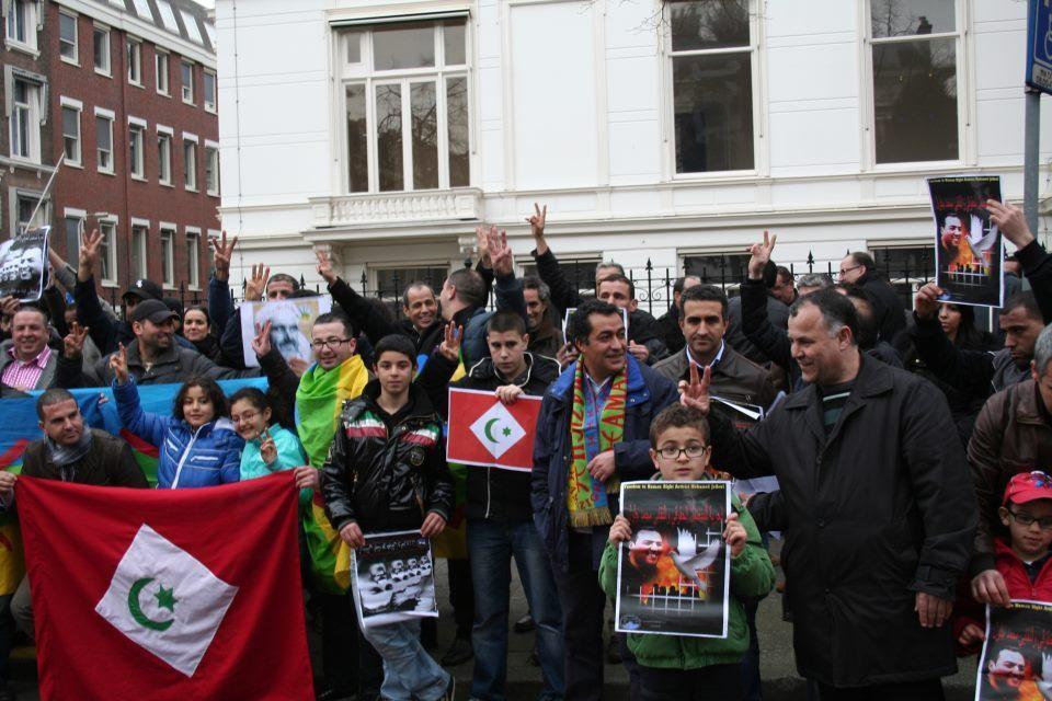 Sit-in bij de Marokkaanse ambassade uit solidariteit met Ait Bouayach