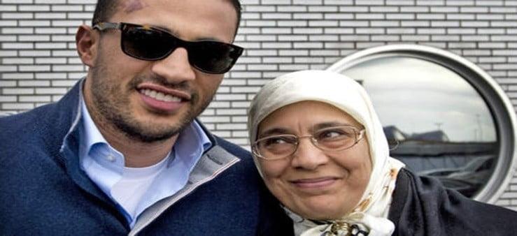 'Badr Hari haalt grap uit met foto moeder in Lamborghini'