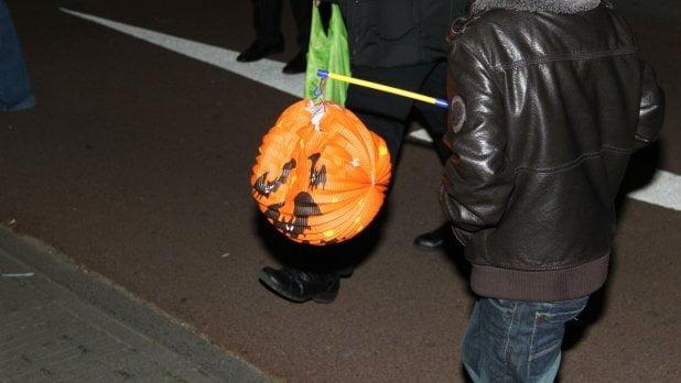 Halloween Afkomst.Vrouw Uit Amsterdam Discrimineert Marokkaanse Kinderen