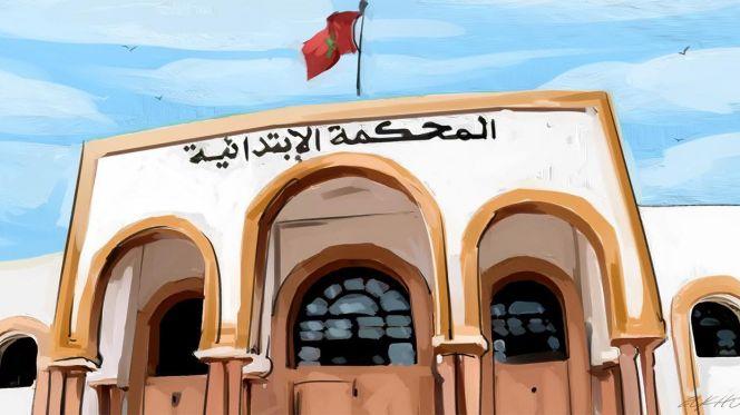 Moeder duwt 3 kinderen van dak in Marokko