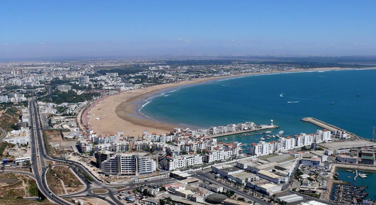 De Marokkaanse toeristische verhalen oriëntaliseren het Amazigh volk