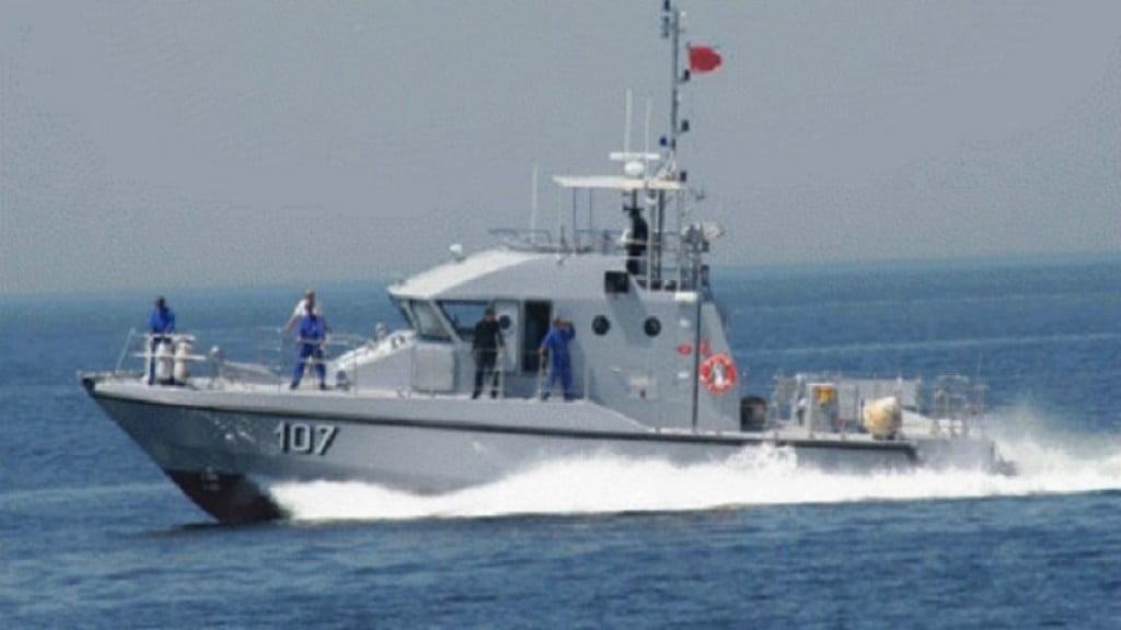 Marokkaanse Koninklijke Marine schiet op Een 16-jarige jongen